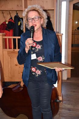 Prof. Dr.med.Gabriele Ginter-Hanselmayer bedankt sich für die Ehrenmitgliedschaft der ÖGMM. (Foto: ghw)