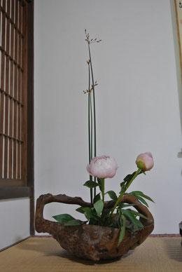 太藺草(フトイ)と芍薬
