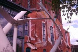 Die Windturbine mit Schäden an Rotorblättern
