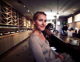 Nur die Tische stehen anders im Los Olivos Merchant & Cafe. Ansonsten ist man gleich mitten im Film.
