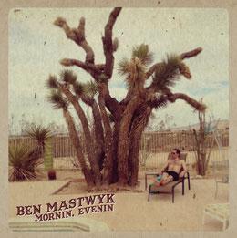 """Ben Mastwyk aus Melbourne posiert am Pool des JT Inn auf dem Cover seiner 2015 erschienen LP """"Mornin, Evenin"""""""