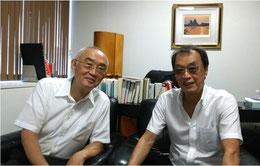 ※左が東大名誉教授の月尾嘉男先生。数寄屋橋の某所にある先生の事務所にて。