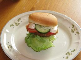 Hamburger mit Seitansteak und veganer Mayo