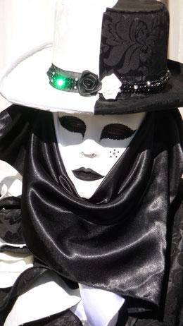 Ob sich hinter dieser Maske eine Italienerin verbirgt, ist mehr als ungewiss.