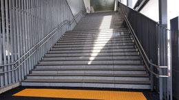 榎戸駅西口 階段