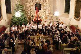 Weihnachtsauftritt in der Iltener Barockkirche (Foto: B. Thebes)
