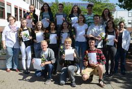 Die Mentoren des Schuljahres 2015/2016 mit Sandra Heidrich (li.) und Daniela Hinz (re.) nach der Auszeichnung – Foto: JPH