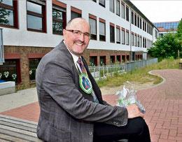 Er hat den Kittel ausgezogen: Klaus-Jürgen Hesse lässt die KGS Sehnde hinter sich. Foto: Kühn