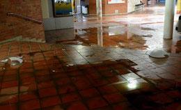 Selbst im Erdgeschoss in der Schulstraße sind die Schäden deutlich – Foto: JPH