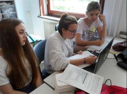 Die Klasse 8KB berichtet aktuell über die verschiedenen Projektgruppen.