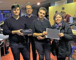 Giovanni Petronelli, Kay Jürges, Dario Pietsch und Renate Grethe (v.li.) bei der Spendenübergabe – Foto: H-J. Grethe