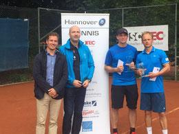 Sponsor und Turnierleutung mit Sieger Höppner und Finalist Jakunin