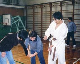 2002.01.19 小学校の保護者向けに護身術講座(茶帯)