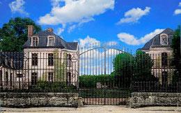 """""""Hérouville, le château où David Bowie a enregistré deux albums"""" (reportage de 1:47)."""