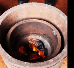 昔の蒸しかまど・木炭