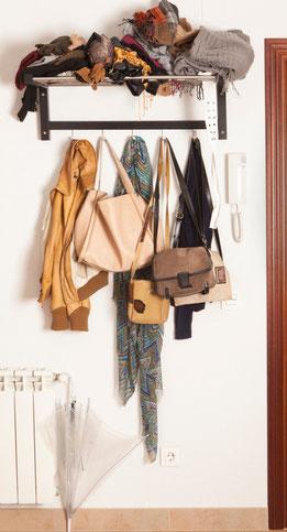 Organiza el perchero y pon sólo lo necesario - Aorganizarte