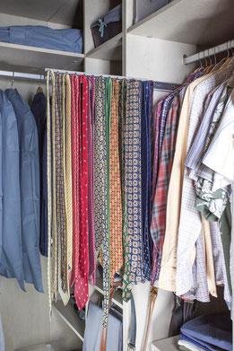 Organiza las corbatas en un porta corbatas corredero - AorganiZarte