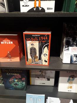 Oberst_Claus_Schenk_Graf_von_Stauffenberg versucht am 20. Juli 1944 Adolf-Hitler mit einer Bombe zu töten. Die Graphic-Novel von Niels-Schröder erzählt die Geschichte dieses Tages.