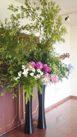 結婚式 ウェルカムフラワー ミジの枝やアジサイ・シャクヤクなど初夏の花材で