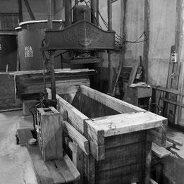 矢野酒造場では希少な木製圧搾機(槽)を使用