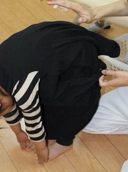 京都市中京区烏丸御池】京都三条烏丸治療院、畠鍼灸院整骨院の子供の姿勢矯正。施術後。