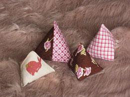 Katzenspielzeug Pyramiden rosa Muster
