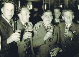 1950 Hulst kermis bij Mil Van Thienen. 1/Louis Vanwezemael-2/Louis Tessens-3/Alfons Beckers-4/Jos Schapmans-5/Bert Van De Ven(op achtergrond).