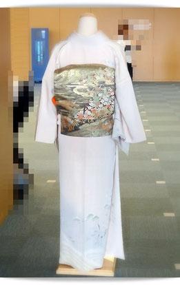 着付け国家技能検定2級を受けた、森田空美流付け教室in関西の生徒さんの作品です。訪問着に二重太鼓の後姿です。