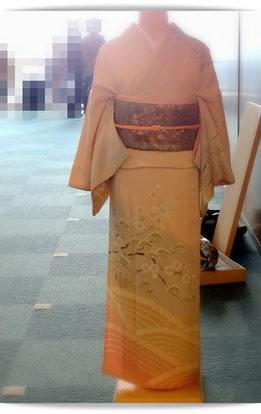 着付け国家技能検定2級を受けた、森田空美流付け教室in関西の生徒さんの作品です。訪問着着付けの前からの姿です。