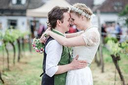 Hochzeitsfotograf, Hochzeitsfotograf Klosterneuburg, Hochzeitslocation Klosterneuburg, Hochzeitslocation Weingut Zimmermann, Gartenhochzeit, Trachtenhochzeit, Weinberge, b&b fotografie