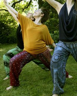 Lustiges Yoga mit Haremshosen, Yogahosen, Pluderhosen, Fairtrade