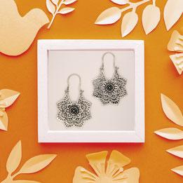Ohrringe Blume Mandala, Messing versilbert, Fairtrade