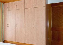 Möbel und Gästezimmer im Hotel Kramerwirt Irschenberg