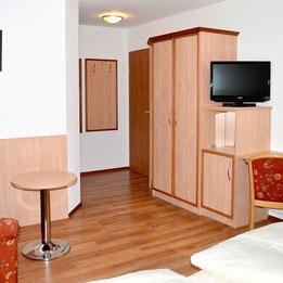 Gästezimmer Kramerwirt Irschenberg, Schreinerei Peter Moser GmbH