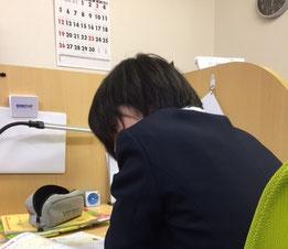 静岡市駿河区 勉強方法学習塾  学校の授業でノートを真面目にとっている生徒は多いのですが、それが普段の勉強に活かされていない人が多いのが実態です。ノートをとるのは、わからないことを理解するため、覚えるため、できるようになるためのはずだと思います。当塾では、ノートを活かした勉強の仕方をお教えしていきます。