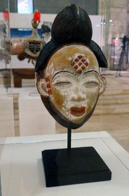 Masque blanc Mukuji (Gabon)