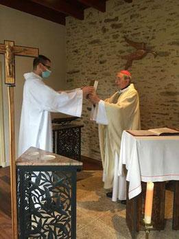 Joachim recevant l'Evangile des mains de Mgr Dognin
