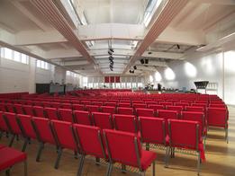 Umbau einer Fabrik zu einem Gemeindesaal