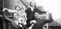 Der Dramatiker Carl Zuckmayer (1896–1977) nannte seine Tochter aus der Ehe mit Alice Frank Winnetou (im Bild links oben) -  Quelle: Getty Images/Imagno/IM/tgg