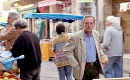 Martin Walker auf dem Markt (Foto: Kulturplatz SRF)