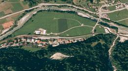 Das Dorf  (Bild; Google Earth)