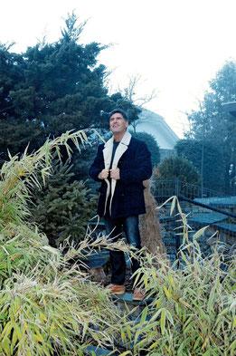 Tom Volkers in seinem Garten  (Foto: LN P.Unterschütz)