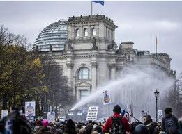 Anti-Corona Demo in Berlin     (Bild: RND)