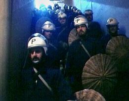 Aufmarsch der Polizei     (Screenshot SRF)