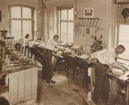 Blick in die historische Binderei des Verlags Pustet. (Foto: Archiv Friedrich Pustet GmbH)