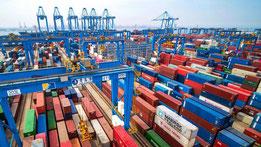Containerhafen in Qingdao, China  Der Anstieg der Importe hat Experten überrascht.  (Foto: dpa)