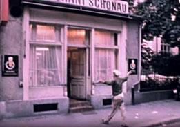 """Die """"Räuberhöhle"""" - Heimat und Zufluchtsort vieler """"Gestrandeter"""". (Bild: Screenshot «Zwischen 12 und 12» )"""