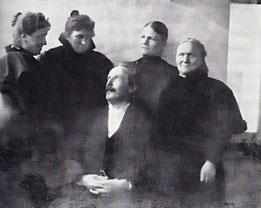Abb. 17. Karl May mit Damen, darunter Emma May (2.v.links) bisher unbekanntes Foto (1897)