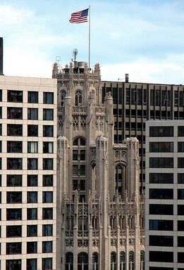 Tribune Building Chicago, von Enrique Lamarca (taken by author) [Public domain], via Wikimedia Commons