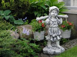 фигура бетонная садовая девочка с ведрами